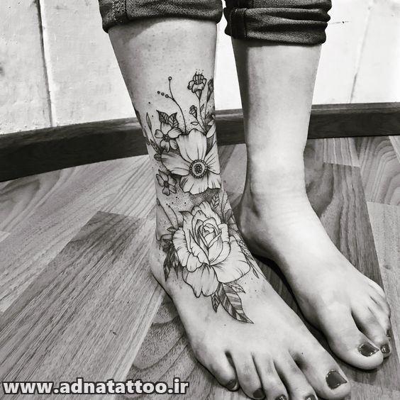 طرح گل بزرگ روی مچ پا